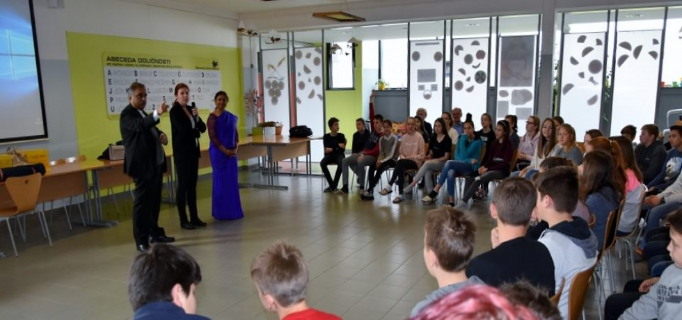 Ambassador gave a presentation on India at the Stična Primary School on Monday, 25 March 2019