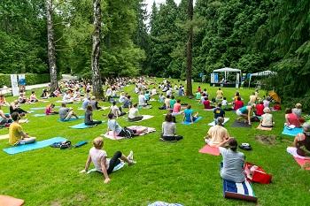 5. Mednarodni dan joge v Arboretumu Volčji Potok